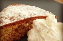 Una torta morbida con panna…