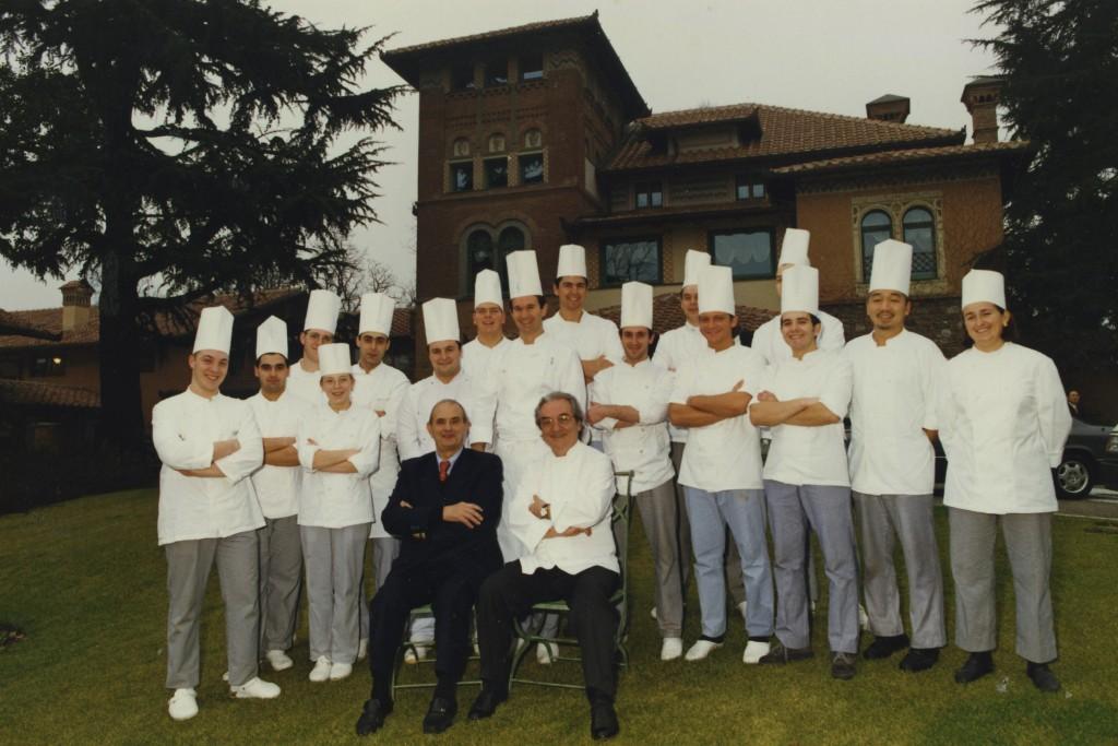1995 - La brigata di cucina al completo dell'Albereta di Gualtiero Marchesi, durante la visita speciale di Paul Bocuse