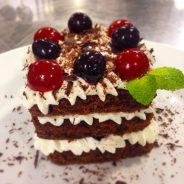 La Foresta nera al ristorante si può, torta o al piatto